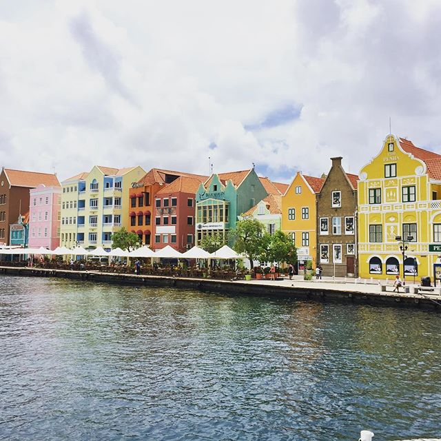 Willemstad, Curacao reminds us very much of Copenhagen.  It is Flag Day today, so everyone is celebrating!